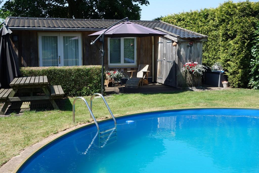 Huisje en zwembad